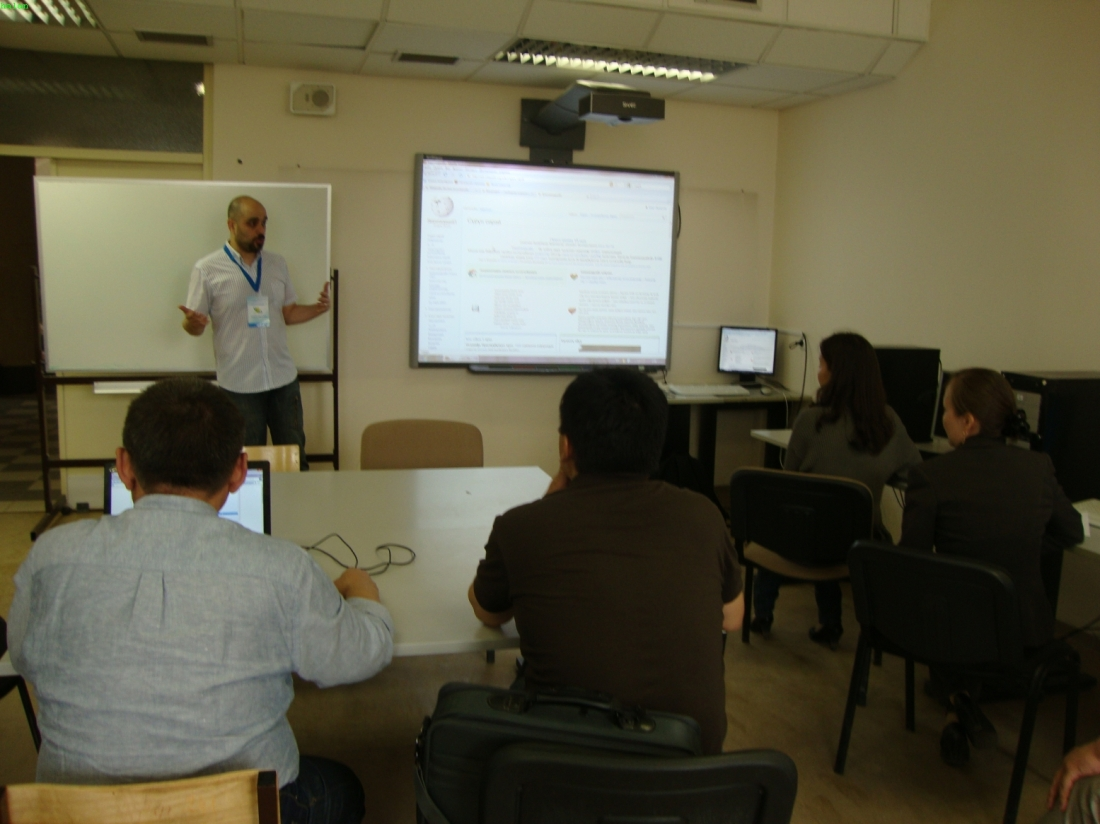 Myself standing in front of a classroom, speaking about MediaWiki